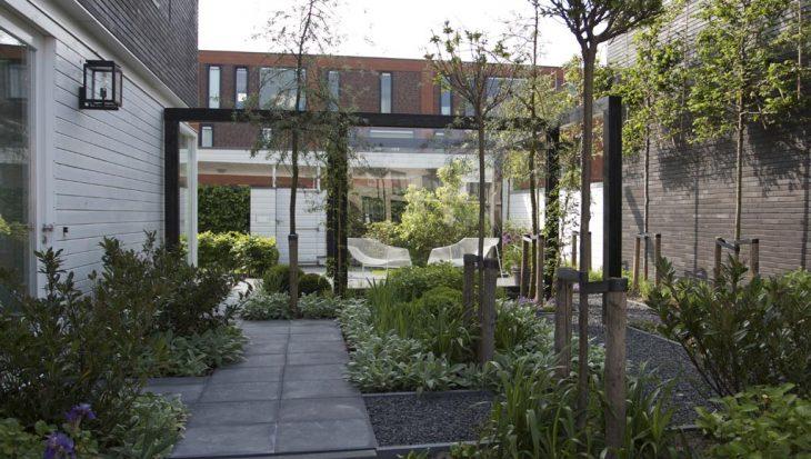 Plexiglas Windscherm Tuin : Tochtgat wordt relaxtuin met prachtige pergola tuinseizoen