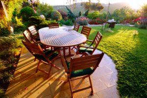 Houten tuinmeubels beschermen