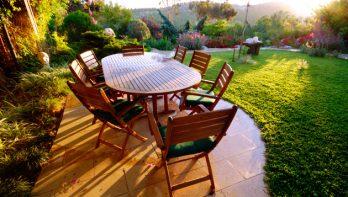 Houten tuinmeubelen beschermen
