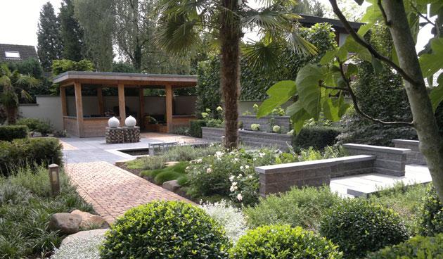 Mediterrane tuin met paviljoen