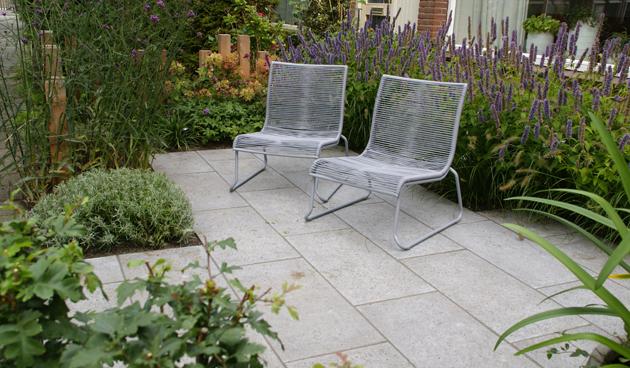 betontegels voortuin, praktische voortuin, Antoon Gouw Tuinen, tuinontwerp
