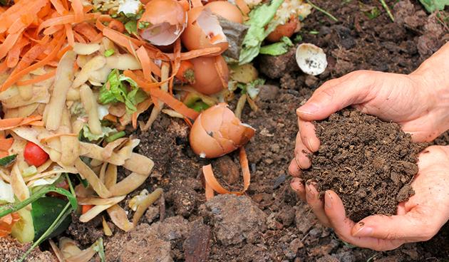 Moet je de composthoop 's winters afdekken?